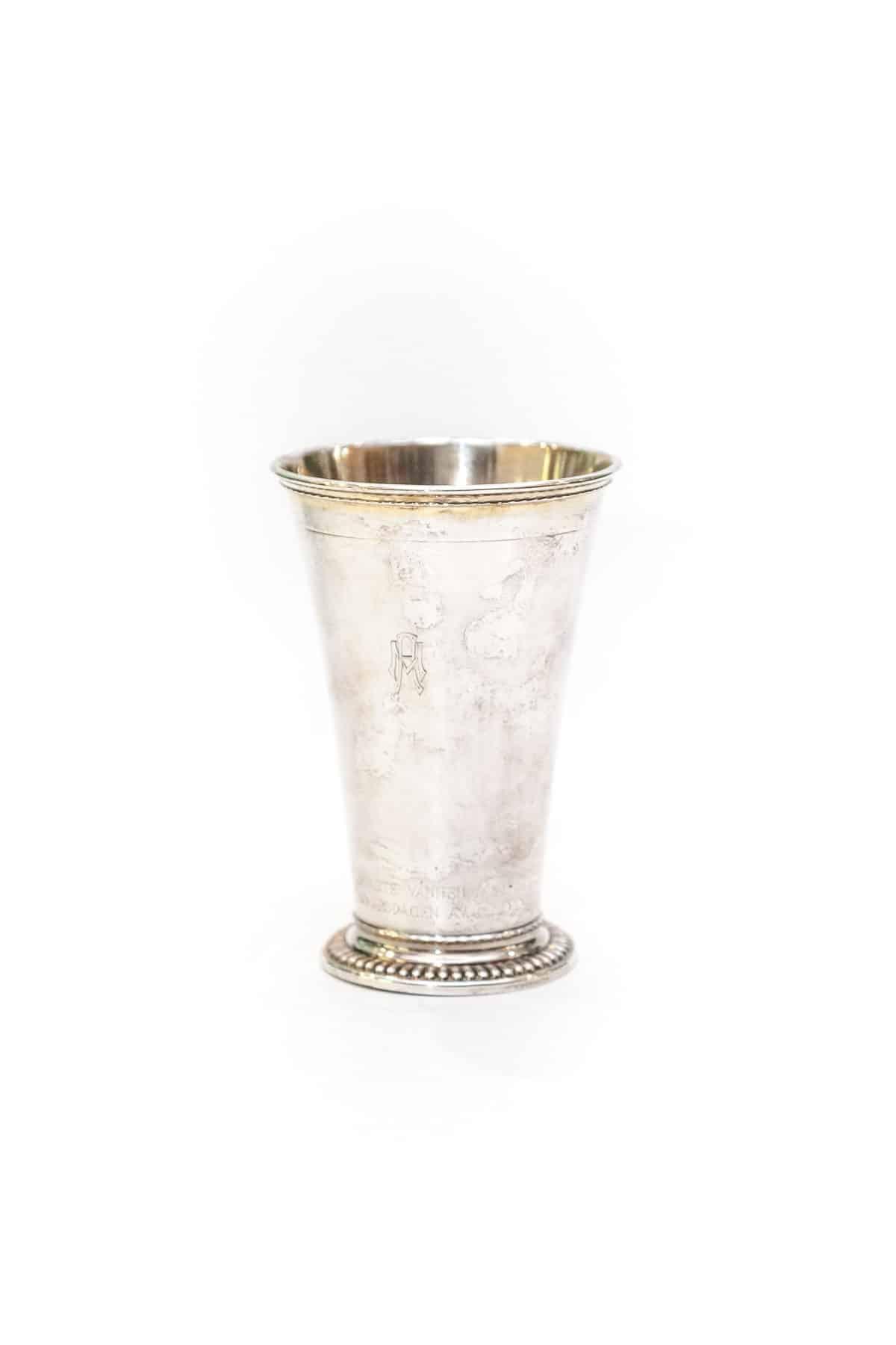Антикварный серебряный стакан