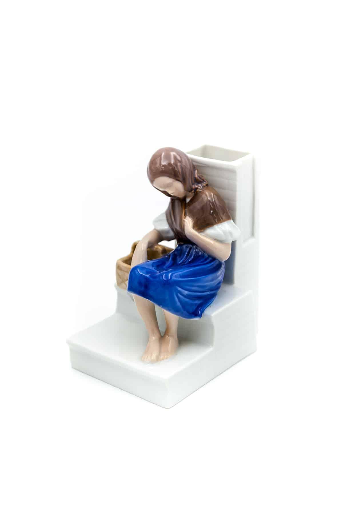 farforovaya statuetka devochka s
