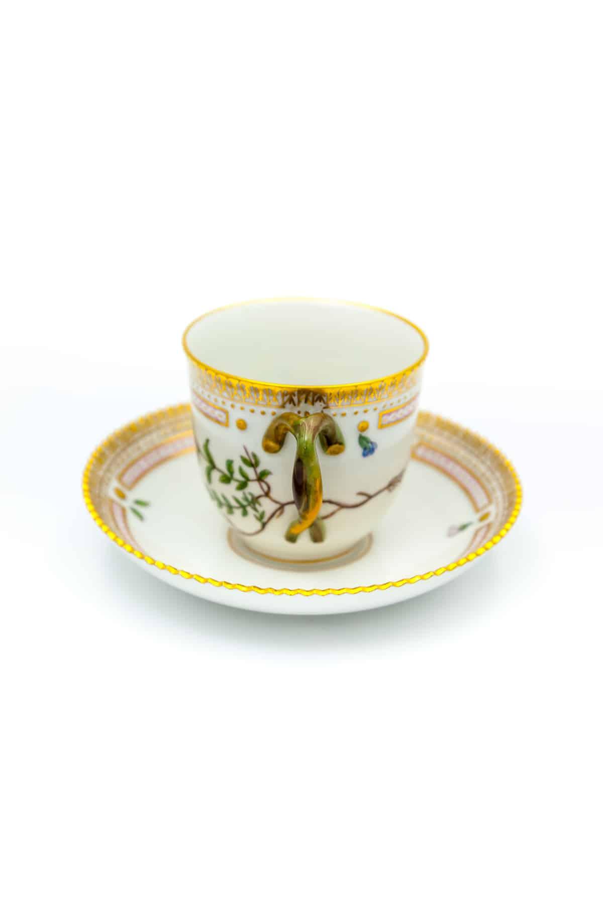 farforovye kofejnye chaschka s bludczem