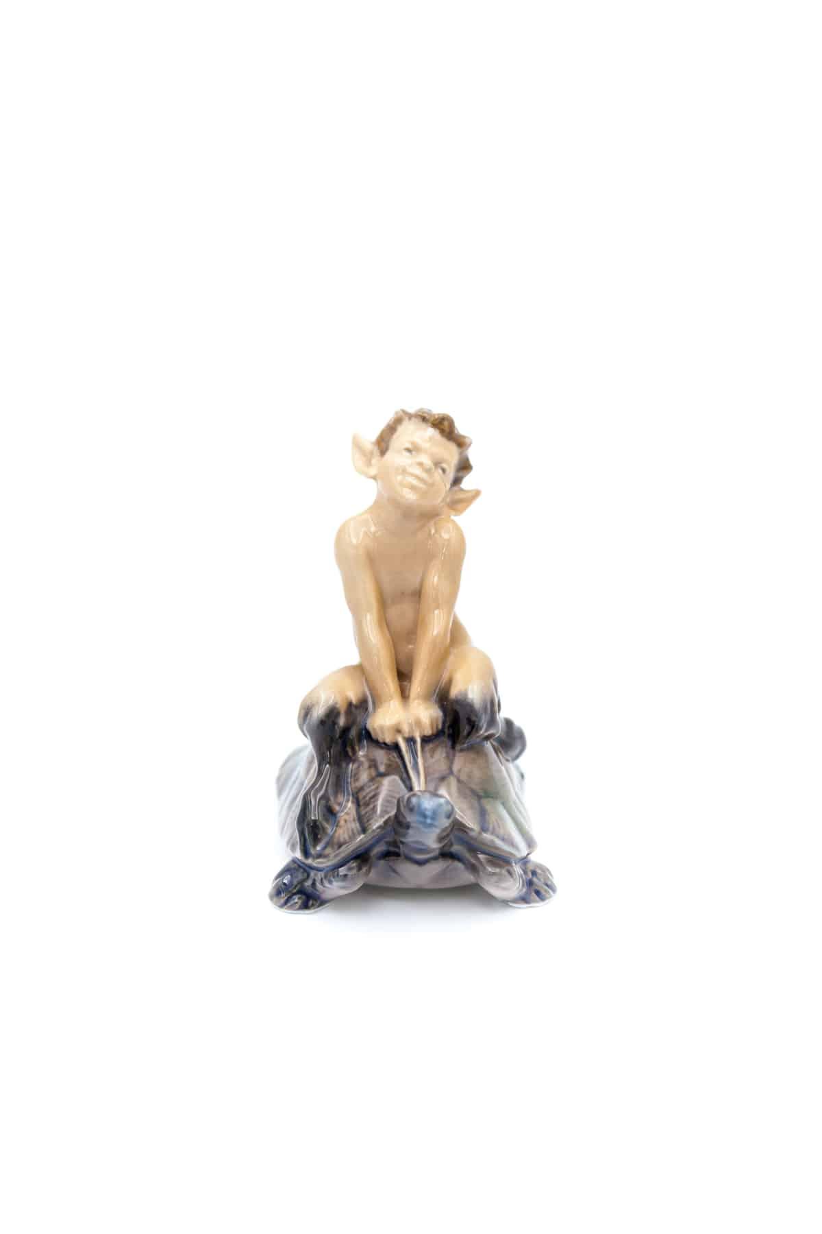statuehtka satir na cherepahe