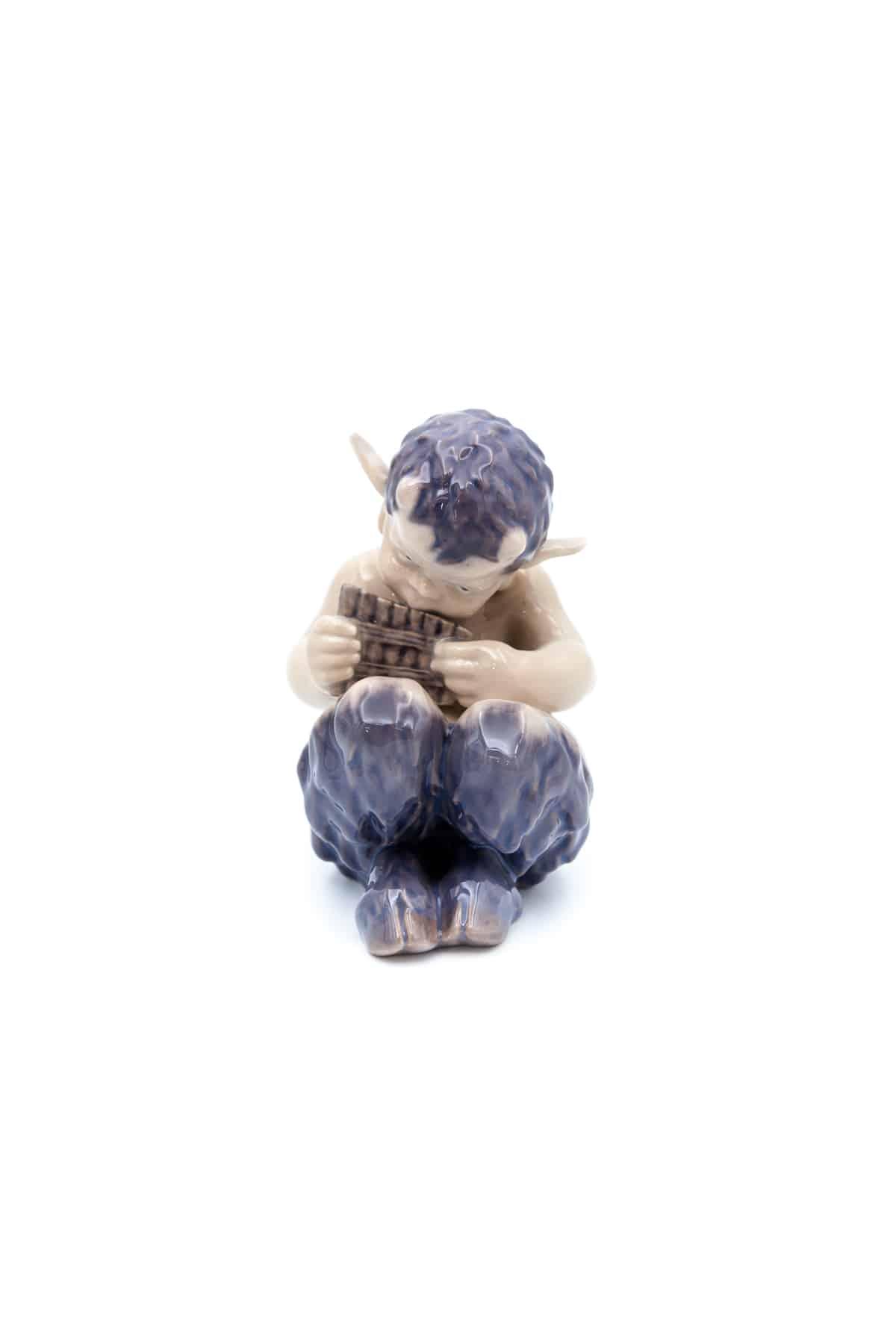 statuehtka satir s panflejtoj