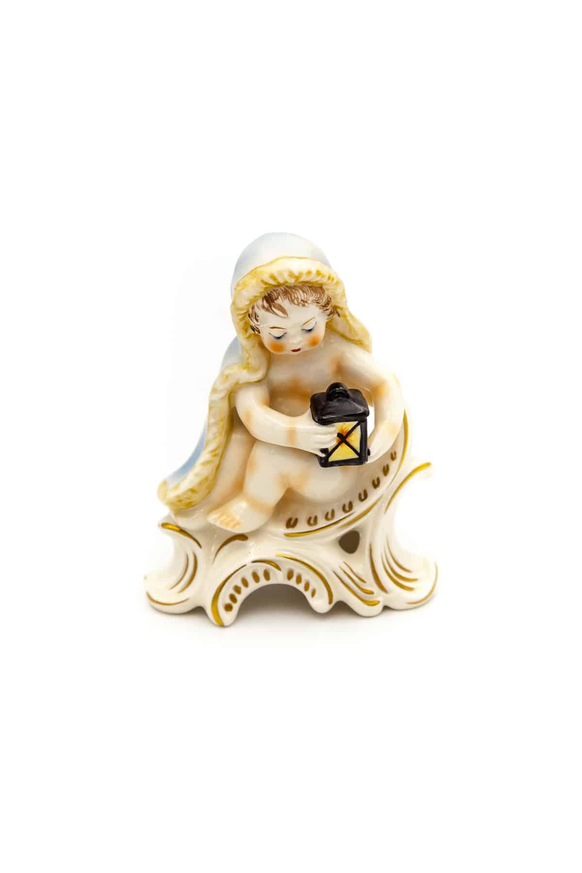 farforovaya statuetka malchik s fonaryom