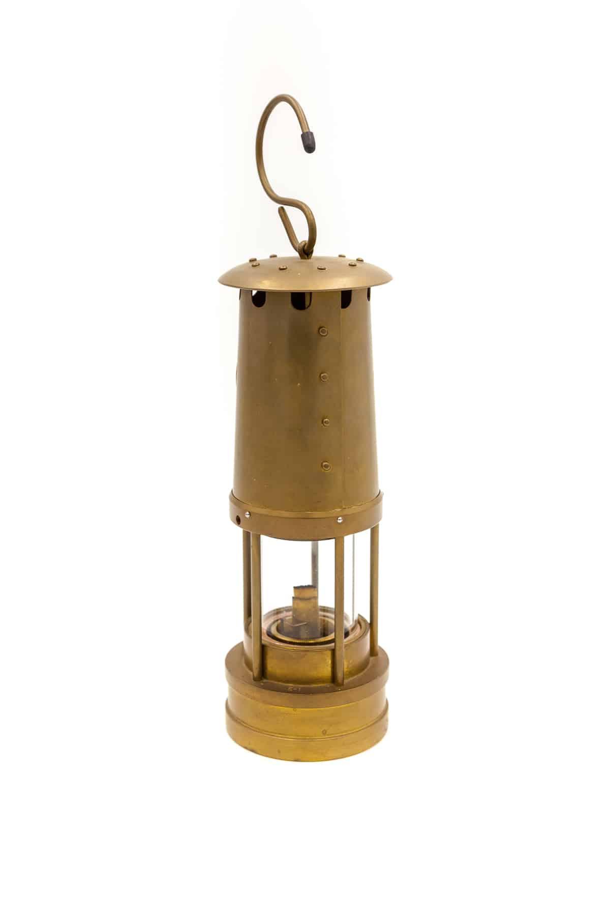 starinnaya lampa iz latuni