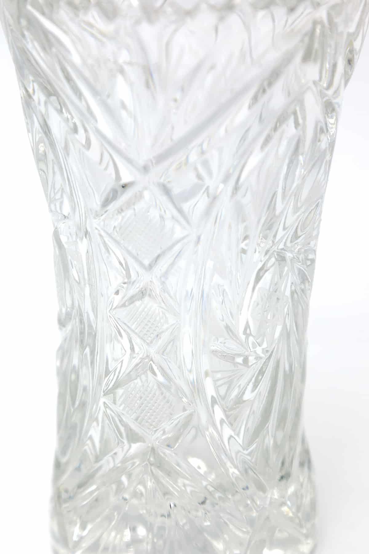 steklyanaya vaza dlya tsvetov