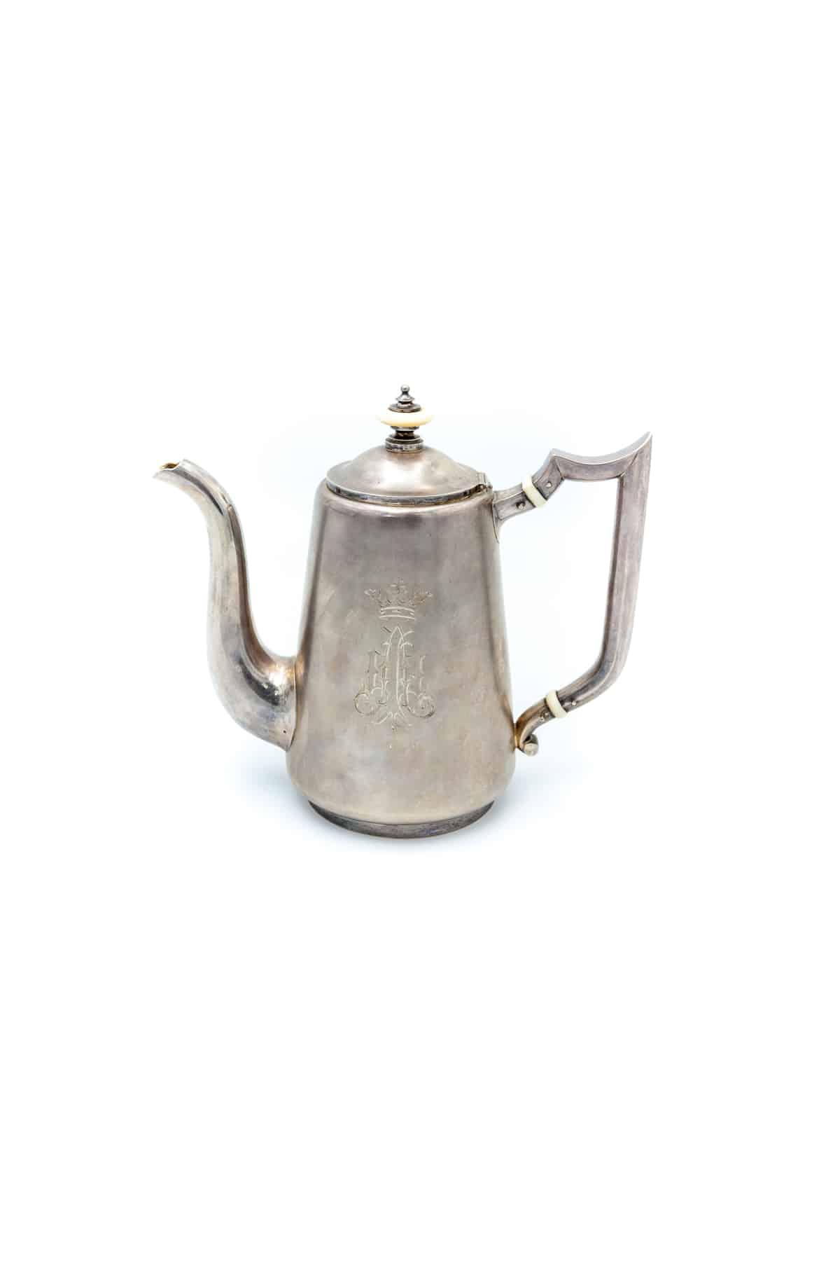 kofeynyy serebryanyy chaynik