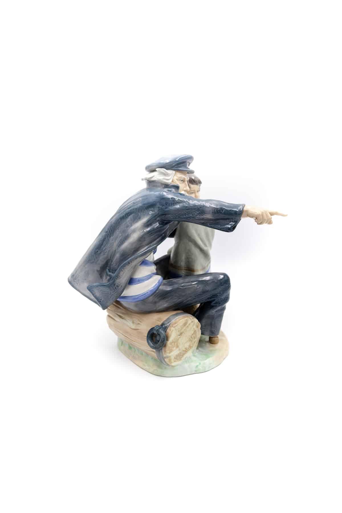 farforovaya sculptyra staryy moryak i devochka