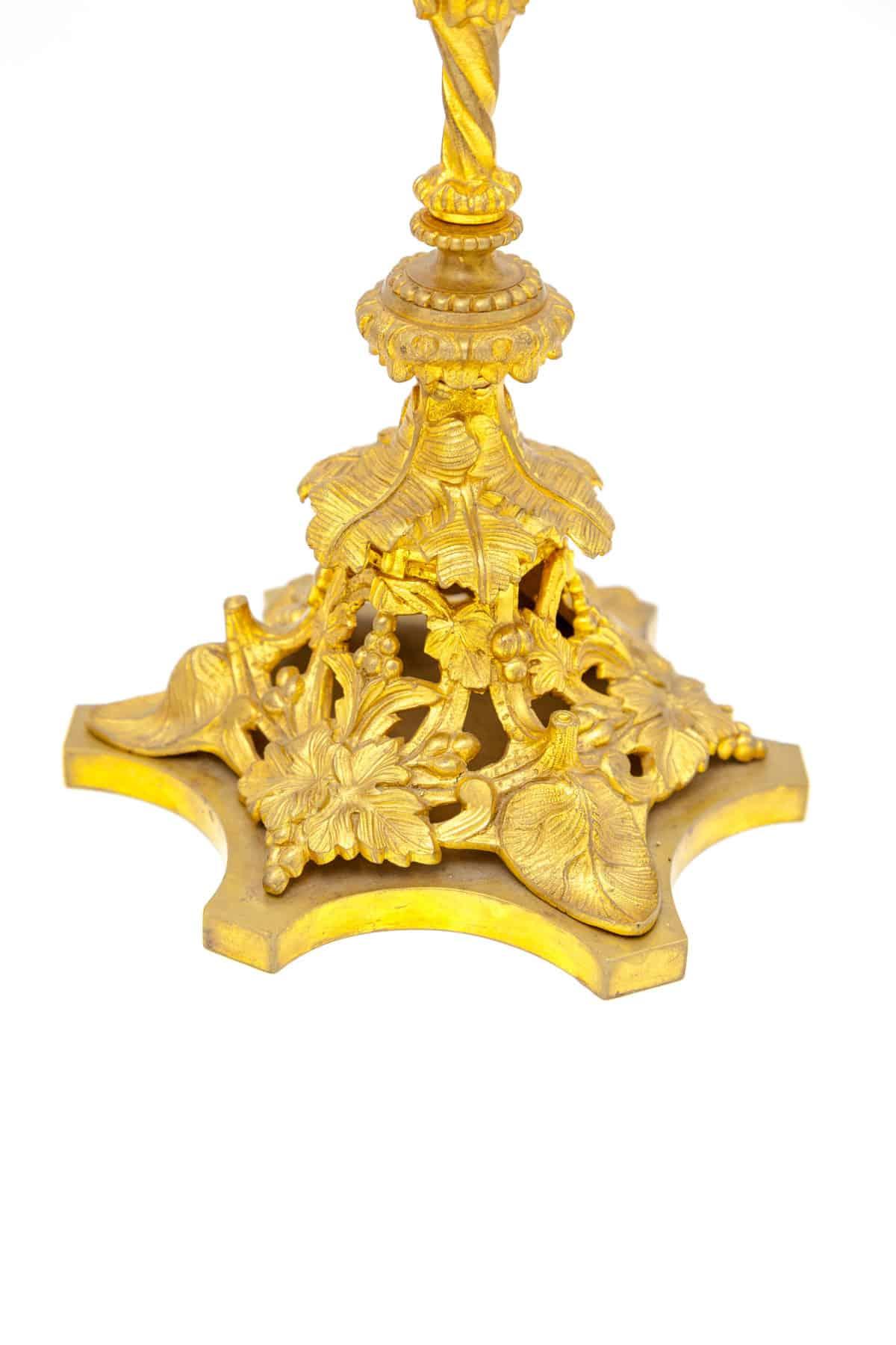 kandelyabry bronzovye