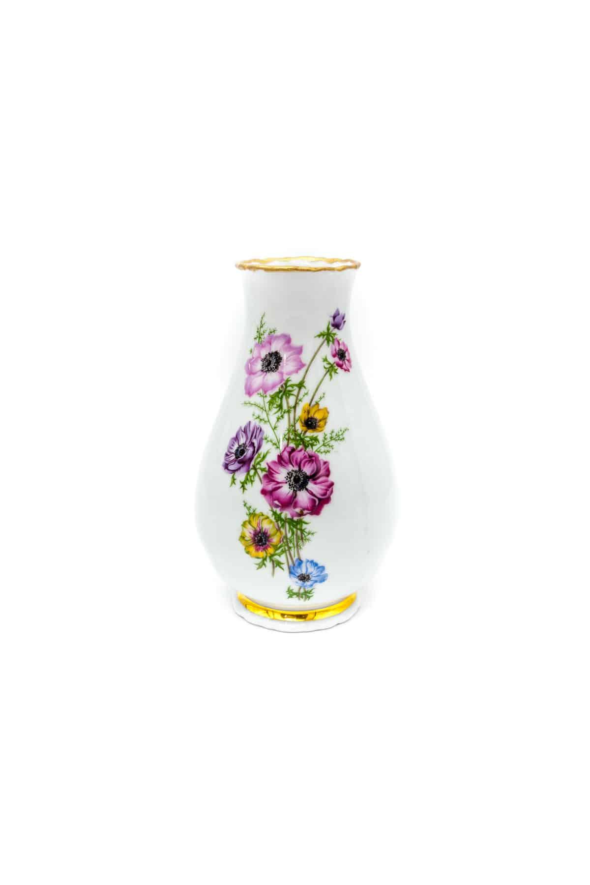 farforovaya vaza s tsvetami