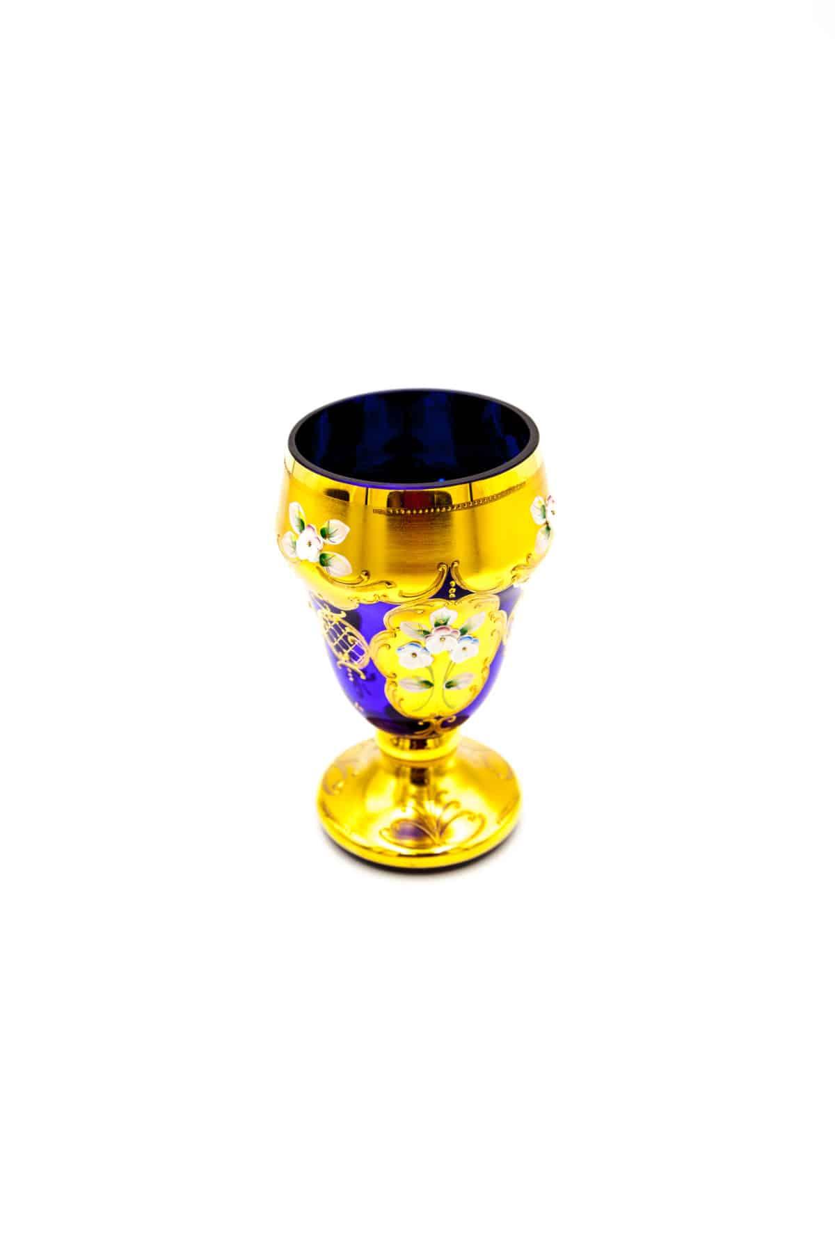 steklyannaya vaza s lepkoy