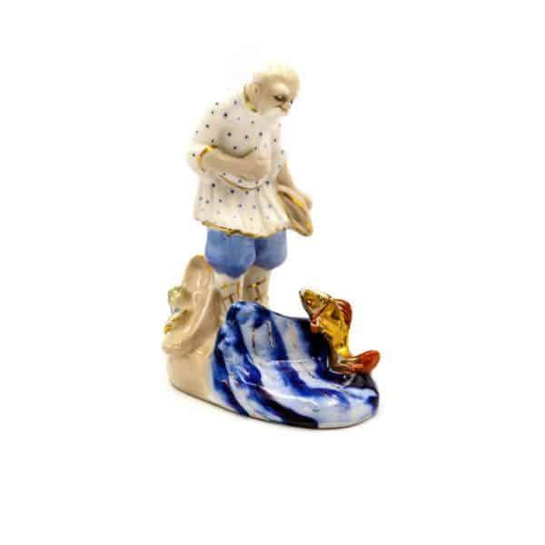 farforovaya statuetka starik i zolotaya rybka