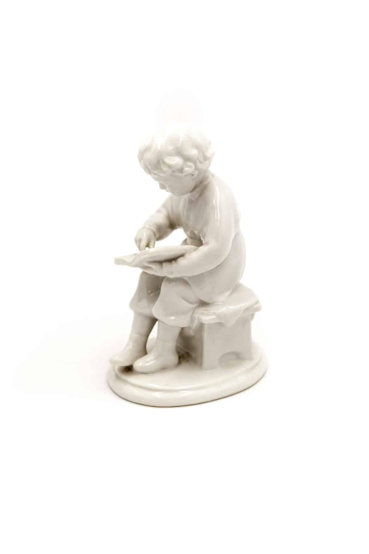 statuetka yunyy Lenin