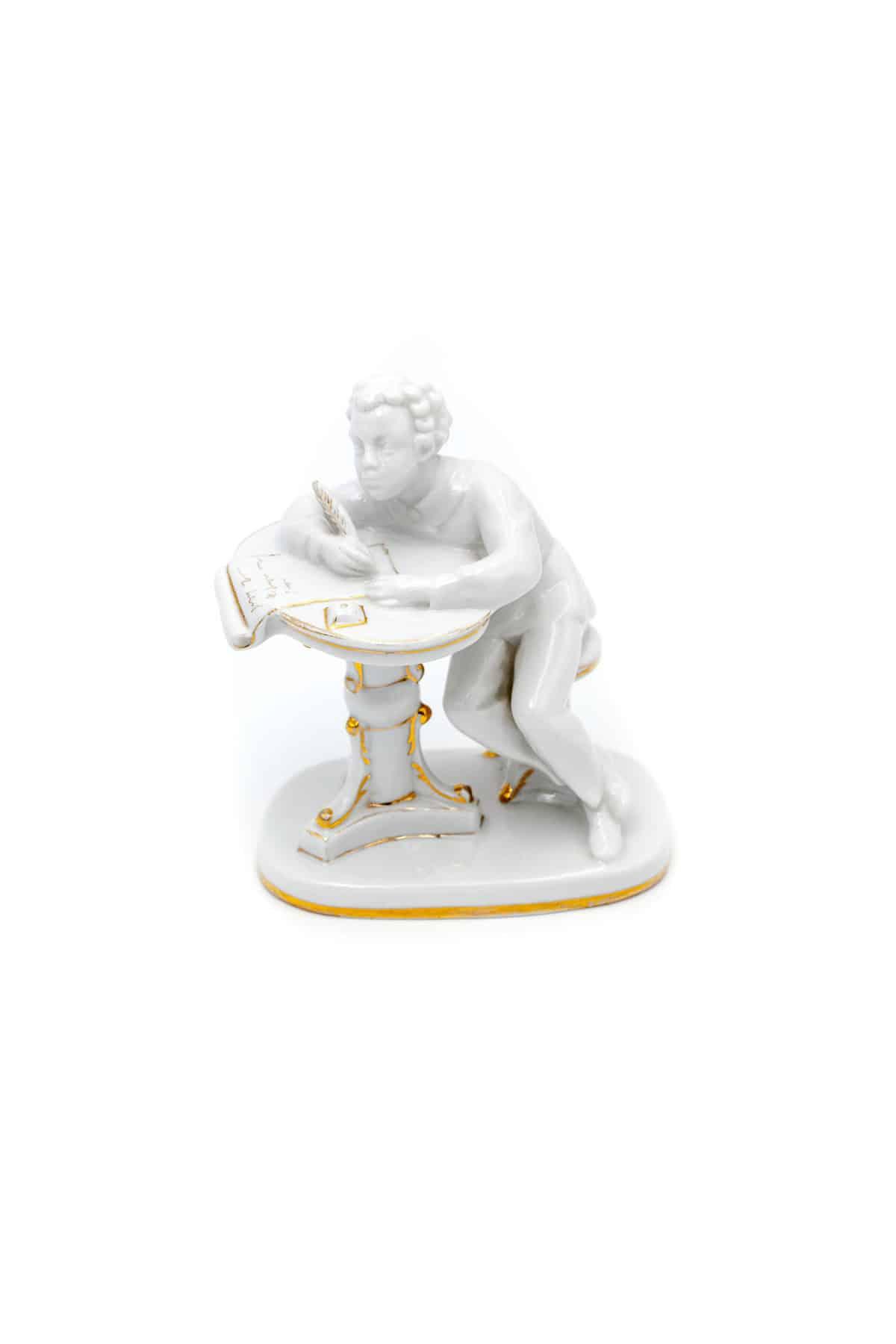 statuetka yunyy pushkin