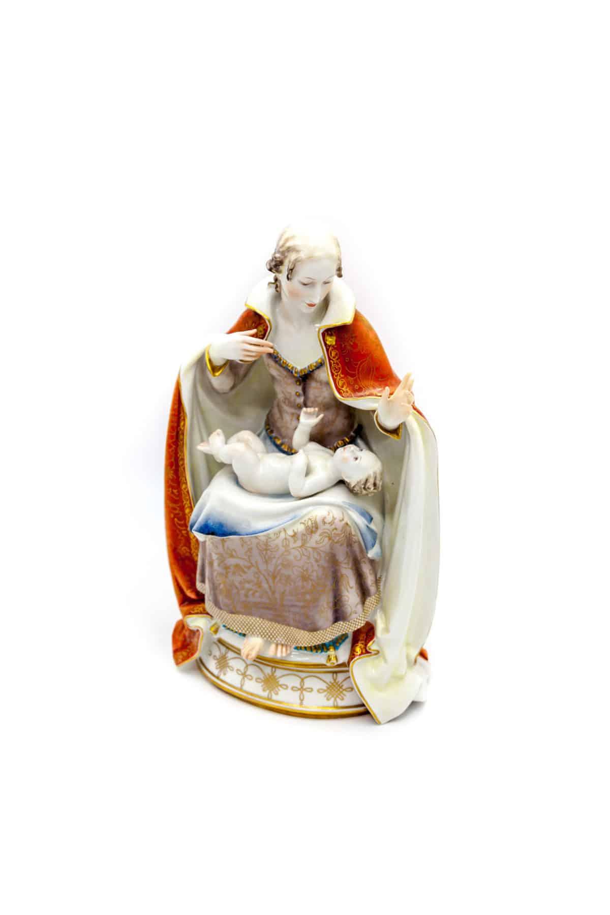 sculptura madonna s mladentsem